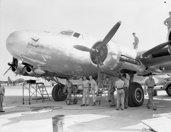 RCAF aircrew with a B17 mail plane from Rockcliffe, Ottawa