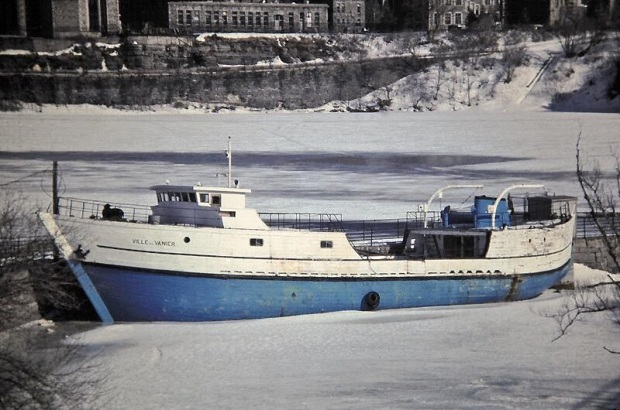 The Jean Richard in 1982 after it was re-named Ville De Vanier with major alterations having been done to it. (photo Robert Dejardins)