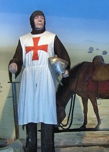 A Templar knight with the distinctive cross on the tunic.