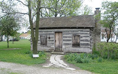 A similar style log cabin to the one Wright built on the banks of the Gatineau River in 1800.