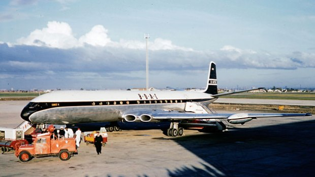 Bond's Comet lands in Montreal since Ottawa's Uplands airport would not be open to jetliner traffic until the following year,  1960.