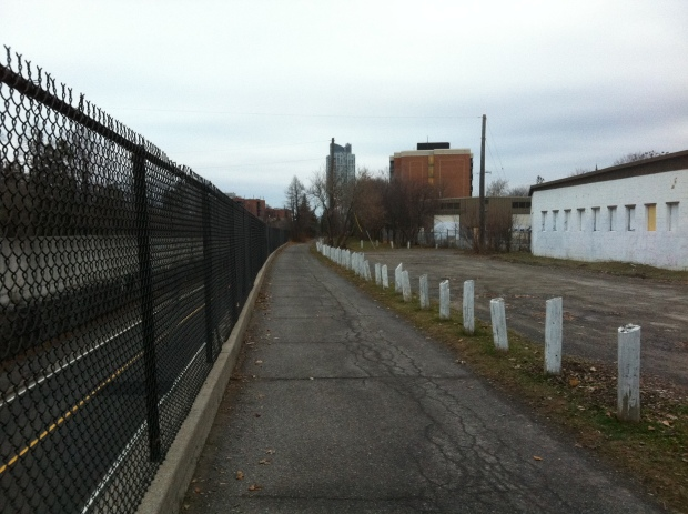 This sidewalk follows the exact same railway route of the Canadian Pacific line 1870-1967.