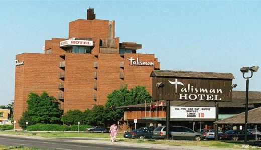 The Talisman Motor Inn as it appeared in 1989. All original signs have since been removed.
