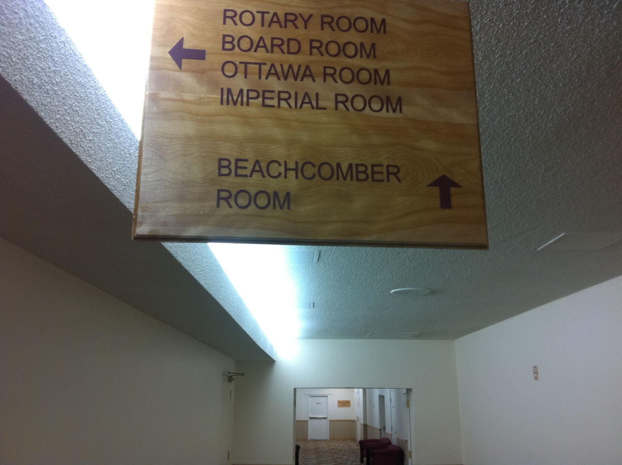 Another sign clue is leading us downstairs in the direction of the Beachcomber Room.