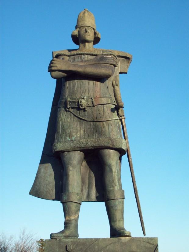 Corte-Real_statue