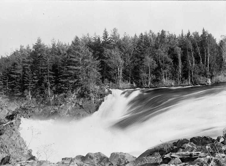history-side-view-Horseshoe-Falls
